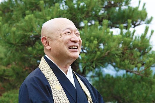 笑顔の青蓮寺の和尚
